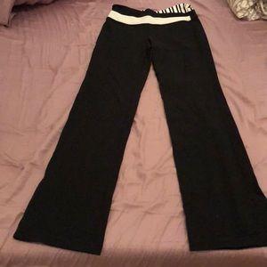 Lululemon (8) BLACK groove pant!